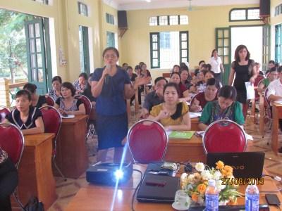 /c Bùi Thị Chung - Thànhủy viên - Trưởng phòng GD&ĐT trực tiếp chỉ đạo Hội nghị.